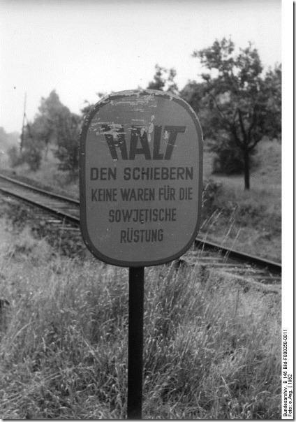 Bundesarchiv_B_145_Bild-F000250-0011,_Deutsch-deutsche_Grenze_bei_Heldra