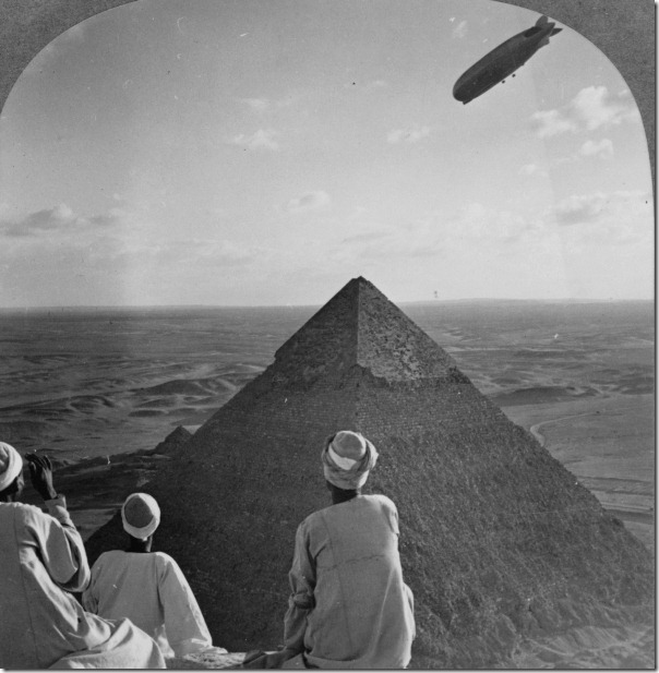 The_Graf_Zeppelin's_rendezvous_with_pyraminds_of_Gizeh,_Egypt