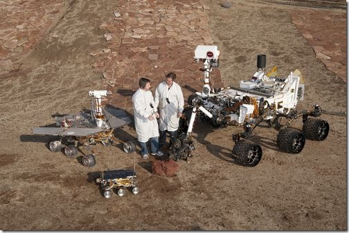 PIA15279_3rovers-stand_D2011_1215_D521-br